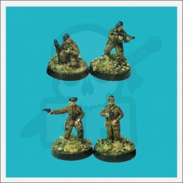WWII Officers & infantry loading/firing 1:72
