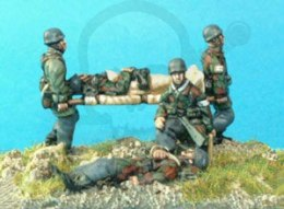 FJ Casualty set inc stretcher bearer 1:72